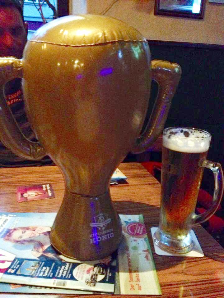 גביע מתנפח כבר יש לי. בקרוב הדבר האמיתי?
